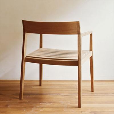 たわむ木の座面のアームチェア acw - arm chair  monokraft  products – Google Chrome