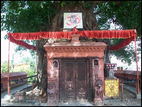 Front door, Dhumra Baraha