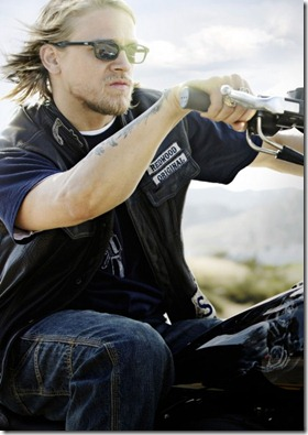 Charlie-Hunnam-Sons-of-Anarchy-image-2-413x600