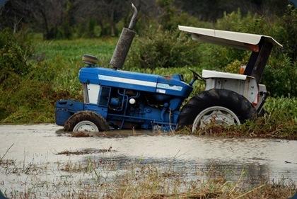 DSC_0876 tractor in water