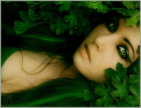 Green_woman_by_ValentinaKallias