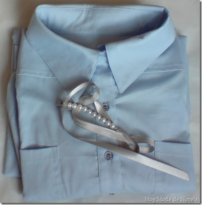 modade novela chemisier azul claro mais pulseira de tecido com pérolas