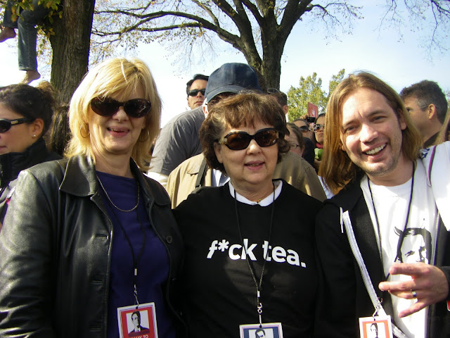 Jill Burkindine of Kansas, her sister Jane Ray of Texas, and Janes son, Jake Ray of New York City.