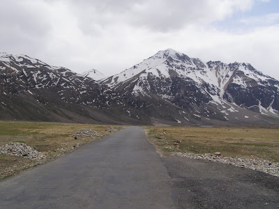 The Road and the Mountains between Sarchu and Pang