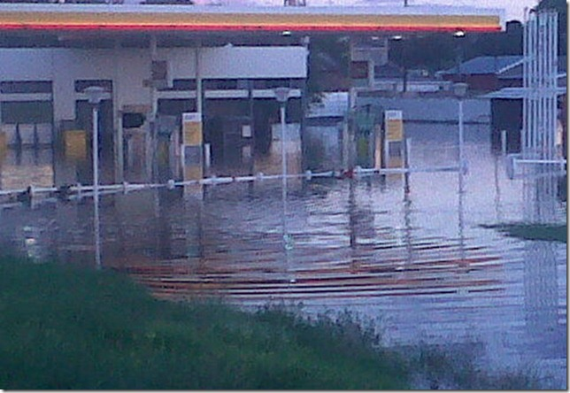 shell petrol station on the R554