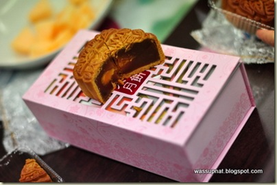 classic mooncake with salted egg yolk