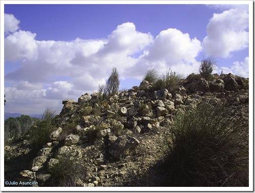 Restos de muros - Puntal de Salinas