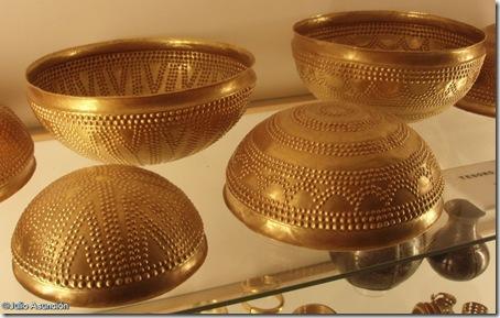 alguno de los cuencos de oro del tesoro