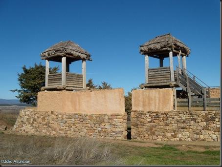 12 Muralla y puerta norte - Numancia