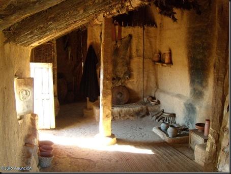 08 Casa celtibérica - habitación central - Numancia