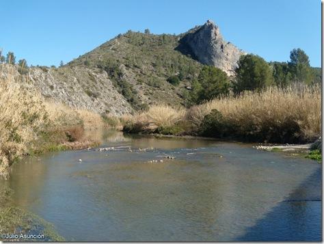 El rio Albaida y la Penya Blanca