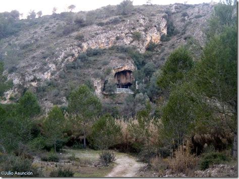 Vista de la Cova Negra desde el aparcamiento - ruta Penya Blanca - Valencia
