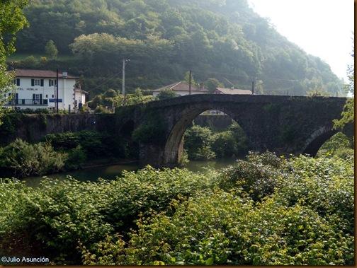 Puente de piedra en La Nive - Bidarrai