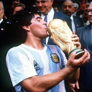 [maradona_04_1755_sq_large3.jpg]