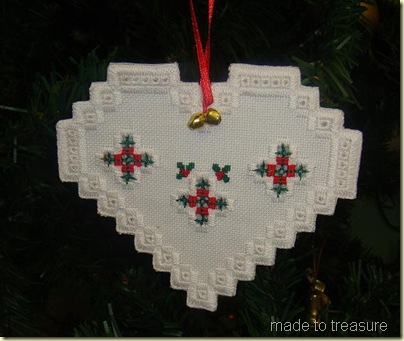 Hardanger christmas heart 2