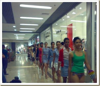 desfiles nos corredores do barra