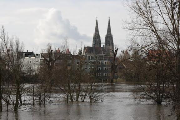 http://lh3.ggpht.com/_uzLsIJX7LLU/TTH7DJRtjXI/AAAAAAAACro/wrsb9pgHKNk/s576/regensburg-hochwasser-15012011IMG_1520.JPG