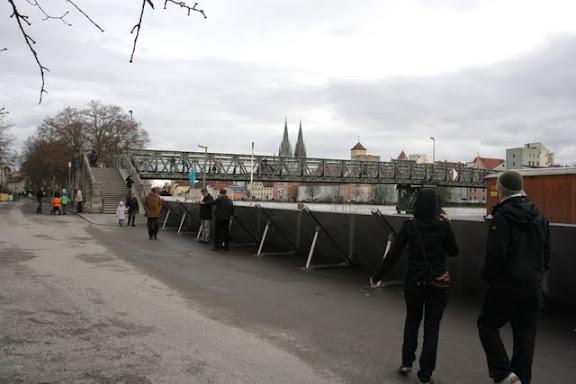 http://lh3.ggpht.com/_uzLsIJX7LLU/TTH7YhT74tI/AAAAAAAACtA/NmmDjqG1T0Y/s576/regensburg-hochwasser-15012011IMG_1590.jpg