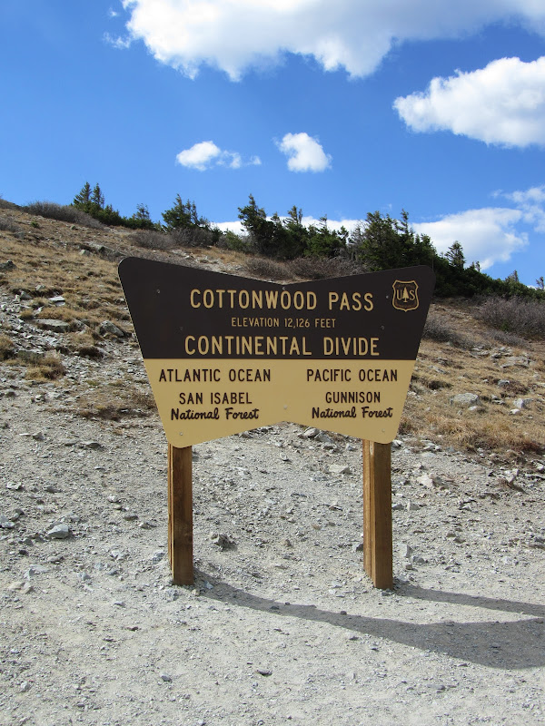 continental divide sign at top of cottonwood pass