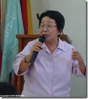 AQD socioeconomist Ms. Didi Baticados gives a lecture on livelihood and enterprise development to Aklan-Iloilo participants