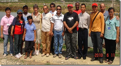 Trainees visit a private farm for milkfish