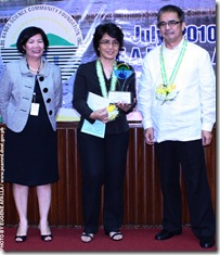 AQD scientist Dr. MR Eguia (center) receiving her trophy