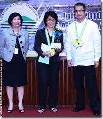 AQD scientist Dr. MR Eguia (center) receiving her trophy
