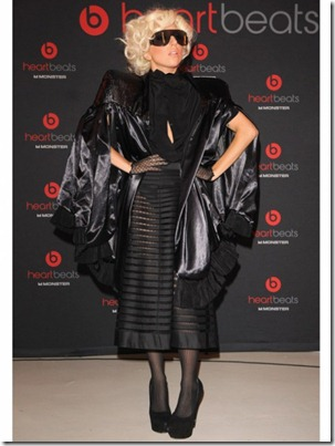 lady-gaga-outfits-black-cape