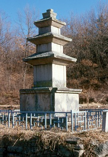Three storied stone pagoda of Giseongdong, Chilgok