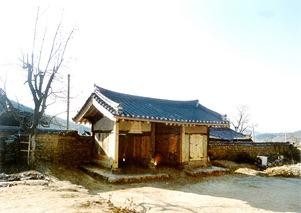 Chilgok Haeeungotaek(Yi Dongyu's Old house) 01