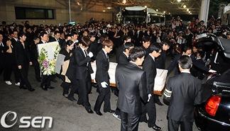Park Yong Ha Funeral 06
