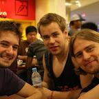 Faneja odottelemassa skabojen alkamista (Hannes (de), Saku, Svante)
