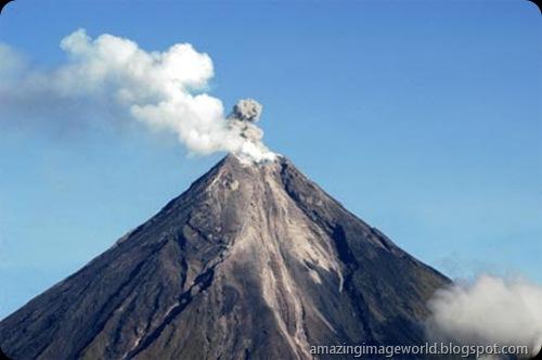 Mayon volcano001