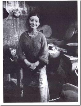 Un cuoca nella sua cucina  McLeod Ganij 1980