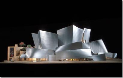 Walt Disney Concert Hall, Los Angeles. Famoso quanto discusso, questo progetto, ideato negli anni '80 è stato ultimato nel 2003