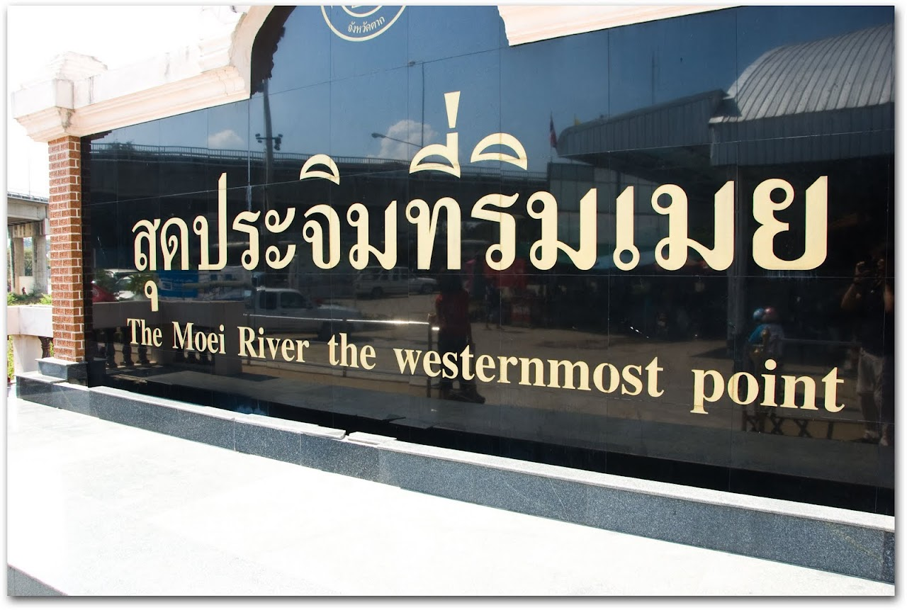 Mae Sot border sign