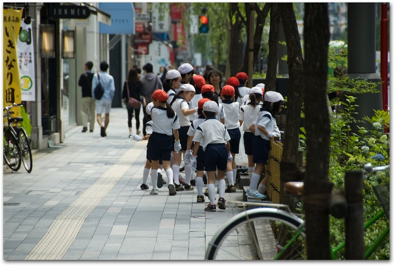 Kids picking up trash in Tokyo