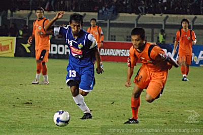 Budi vs Hamka Persib vs Persisam 2009/2010