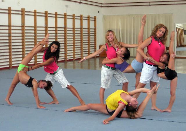 Monitoras junto con algunas de las gimnastas de este Club