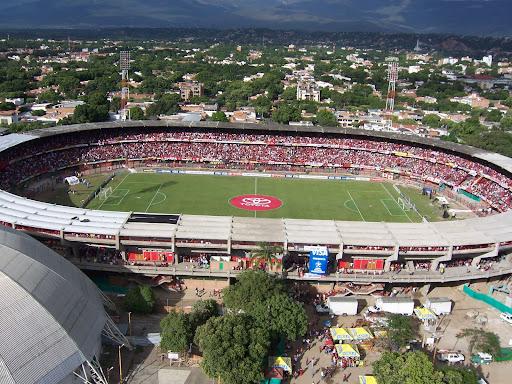 http://lh3.ggpht.com/_w_OvV-Ori3I/R32GPXrsRTI/AAAAAAAAAgE/D89brLGrH3w/estadio2.jpg