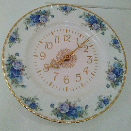 Clock plate by Lyz Amer - Artistic Objects Cups, Plates & Utensils ( clock )