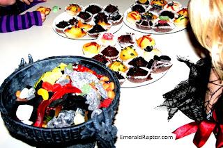 Kaosmuffins og drageskål med godteri