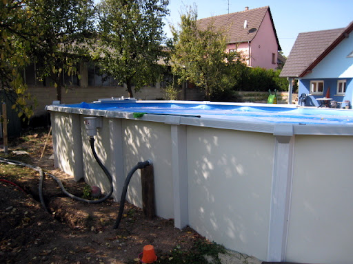 Habillage bois et isolation piscine hors sol piscines for Piscine acier en solde