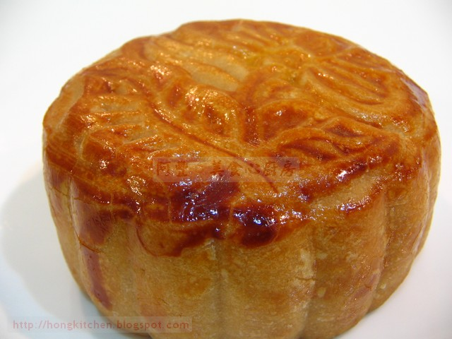 Baked Mooncakes Lotus Egg (42).jpg
