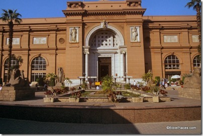 Cairo Museum entrance, tbs111090011
