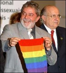 Lula_e_bandeira_homossexual