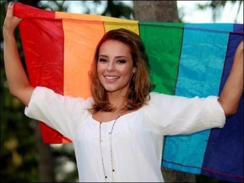 Paola Oliveira gay