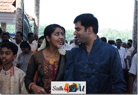 Navya nair and her husband in pinarai vijayans sons mariege function