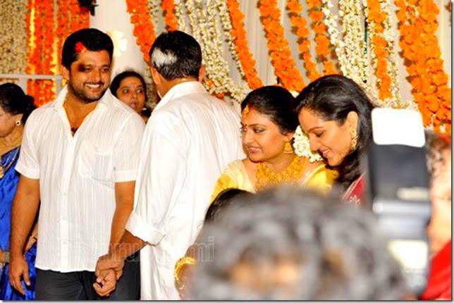 Geethu mohandas marriage photos fan club for Zona 5 mobilia no club download