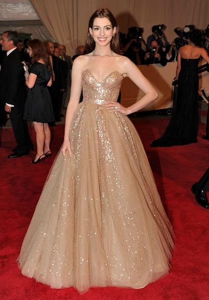 Anne Hathaway - Valentino